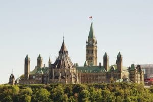 Ottawa Delays Decision on Immigration Consultancy Regulation Until 2018